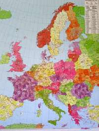 Európa postai irányítószámos falitérképe írható-leörölhető műanyag borítással, keretezve. Mérete 96x117 cm